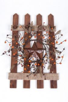 WOOD FENCE W/BURLAP AND BELLS, TIN STAR, BERRIES AND BURLAP