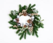 PINE CANDLE RING WITH GLITTER TOUCH OF STARS, CONES, BERRIES
